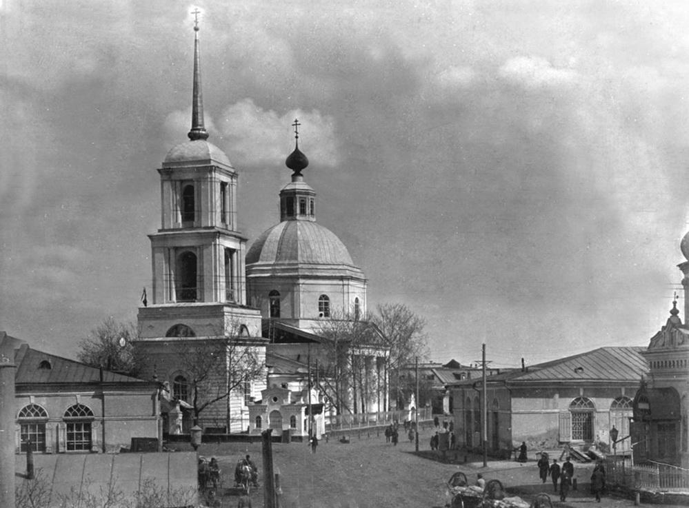 Вознесенская церковь, торговые ряды